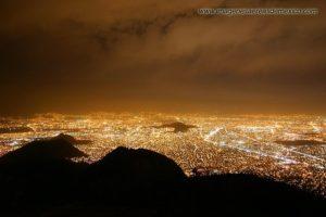 Vue de Mexico Distrito Federal (Mexico DF) la nuit: une véritable mer de lumières.